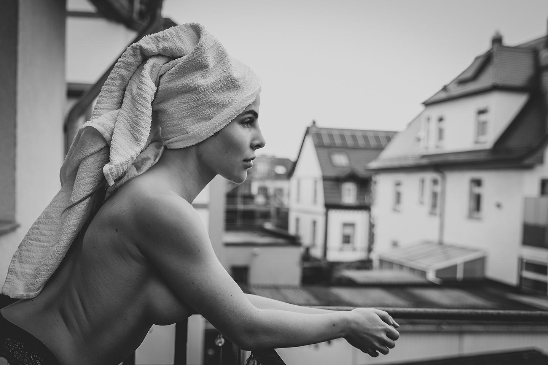 Boudoir-Shooting auf dem Balkon